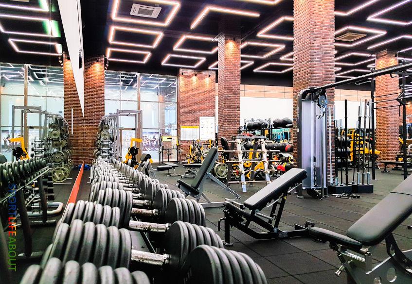 Отзывы о «Спортлайф» на Маршала Захарова - зона для работы со свободными весами