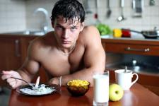 Витамины и лекарственные препараты из аптеки для набора мышечной массы